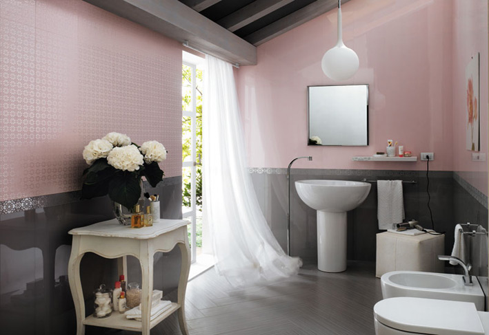 Bathroom with white curtains and a vase