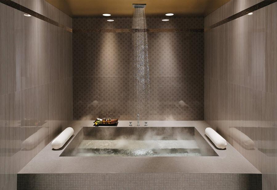 Royal style bathroom tub in bathroom