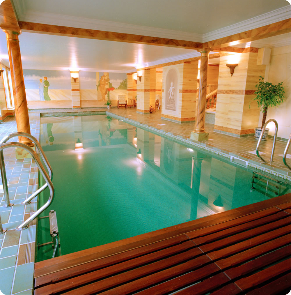 Indoor swimming pool designs home designing for Beautiful house with swimming pool