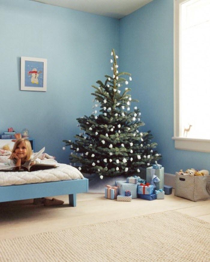 Christmas Tree Decoration with Cotton Balls