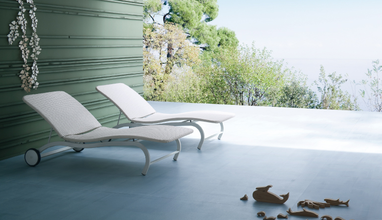 White Movable Pool Chairs