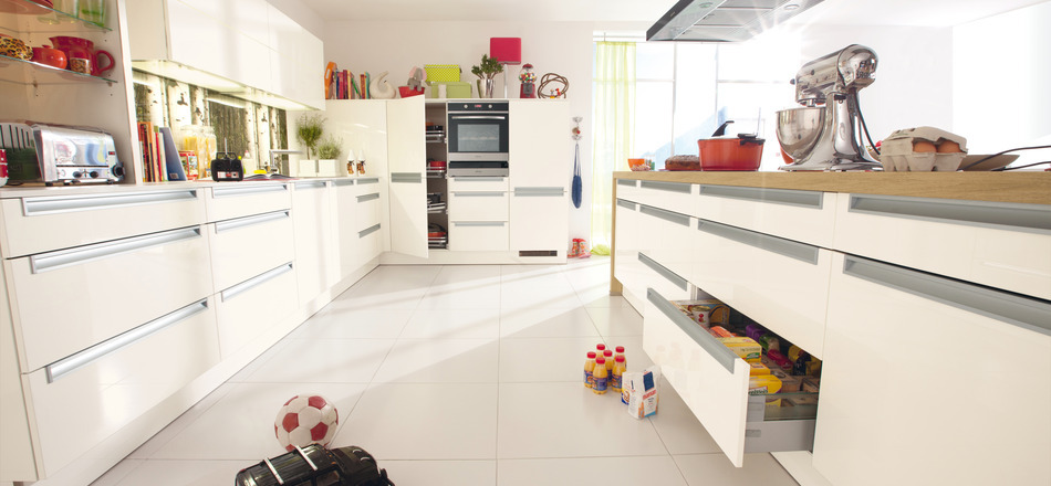 White based kitchen design