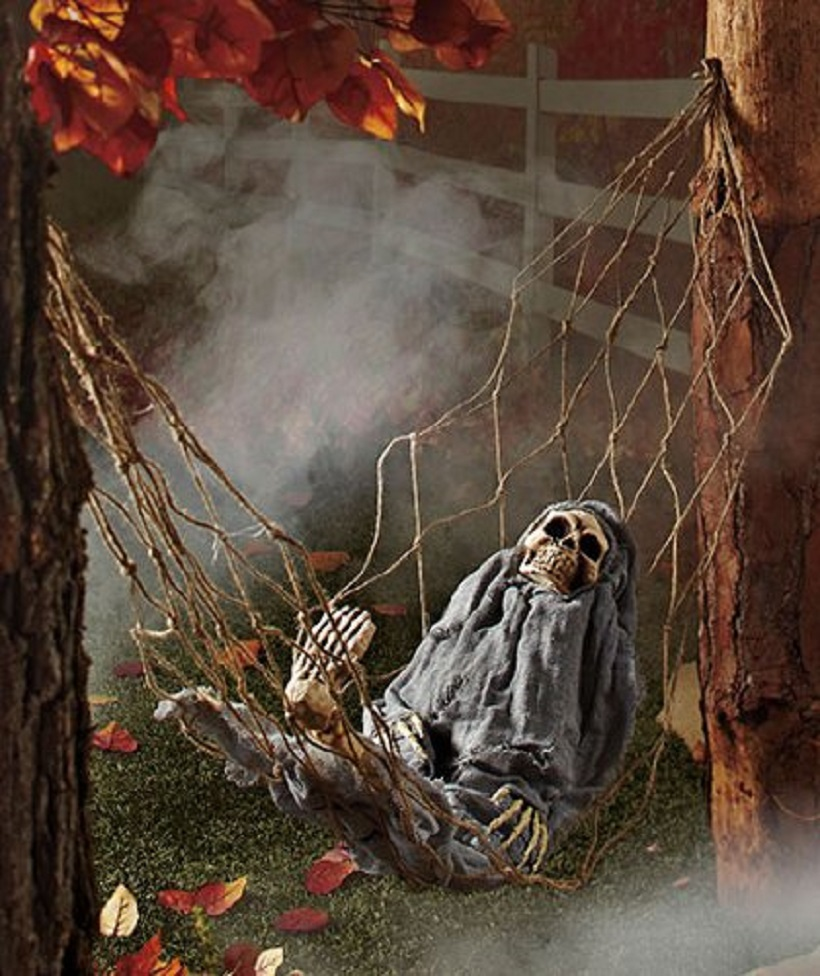 Scary halloween yard decorations - Interactive Skeleton In Hammock Spooky Halloween Decoration Sound Activated