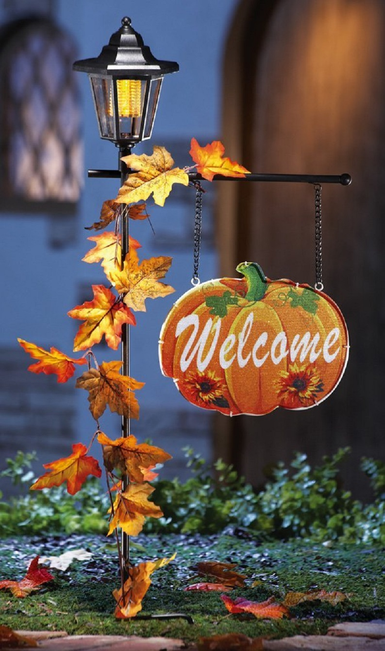 Welcome Pumpkin Sign & Solar Lantern