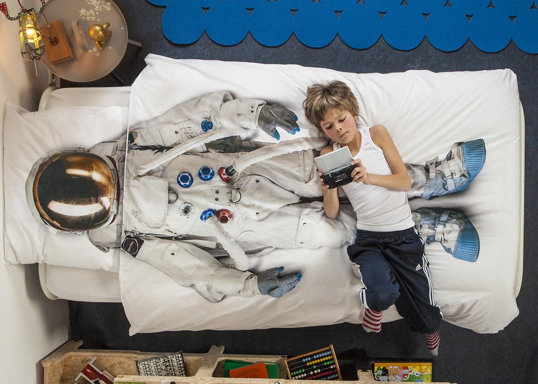 astronaut-bedsheets-fot-kids-room