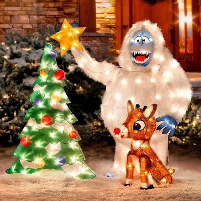 Outdoor christmas decor ideas home designing for Abominable snowman christmas light decoration