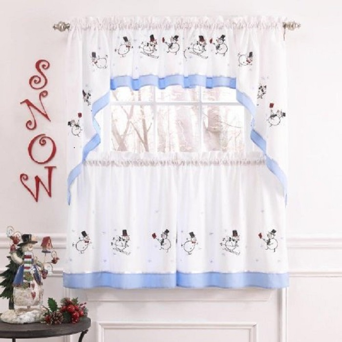 Snowmen Embroidered Ensemble Window Curtain