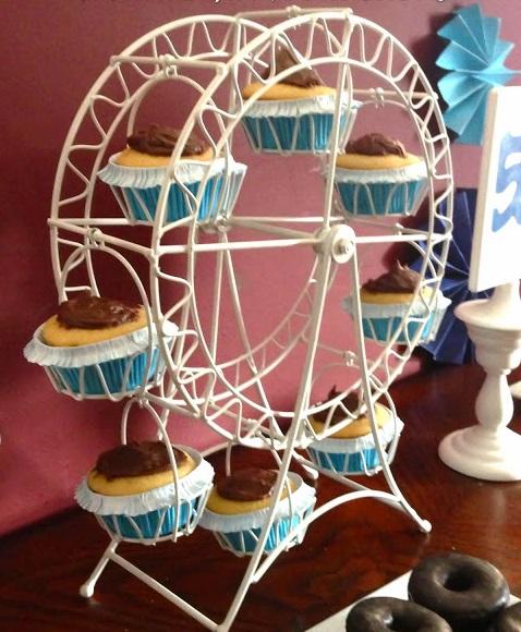 White Ferris Cupcake Holder