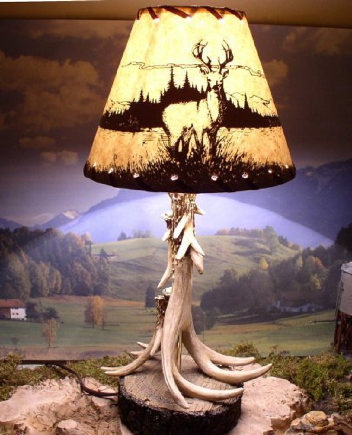 Single Antler Lamp With Deer Shade