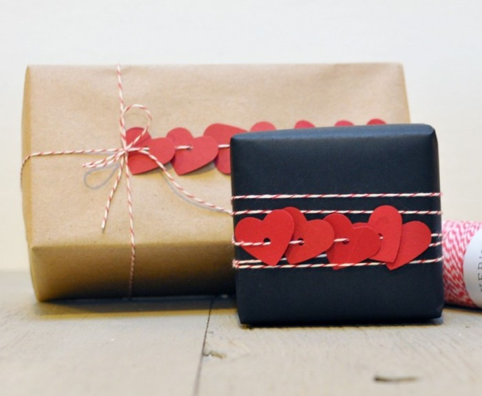 Heart garland Gift wrap