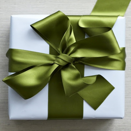 Wide Ribbon Bow Gift Wrap