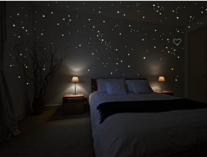 250 Hearts Glow in the Dark Wall Stickers