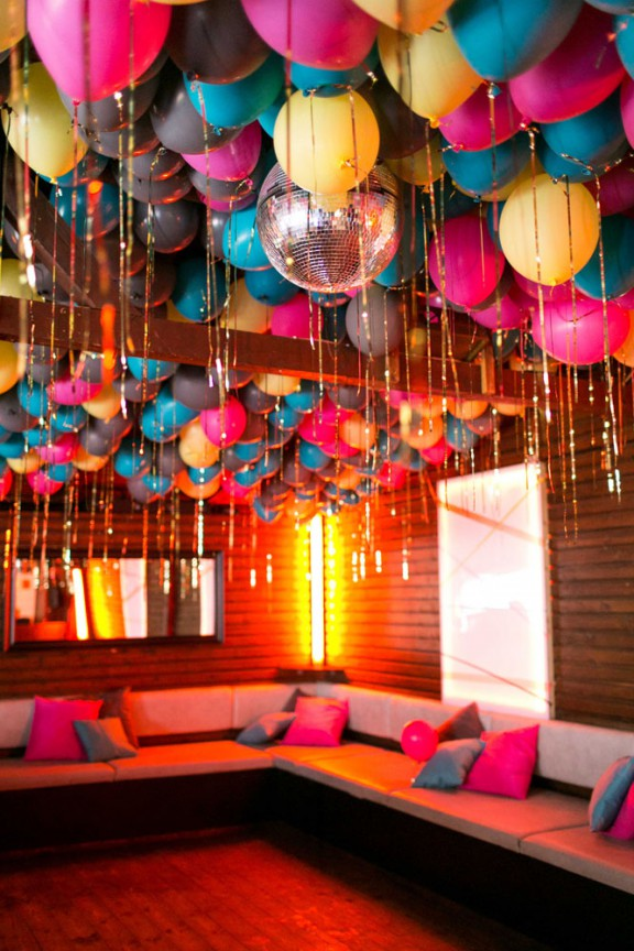 28 creative balloon decoration ideas for parties home for Bed decoration with flowers and balloons