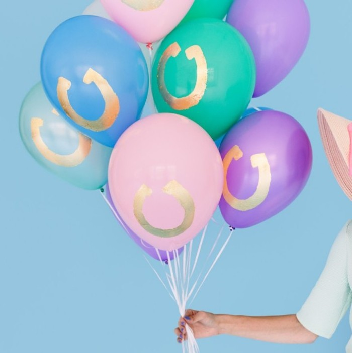 DIY Gold Horseshoe Balloons