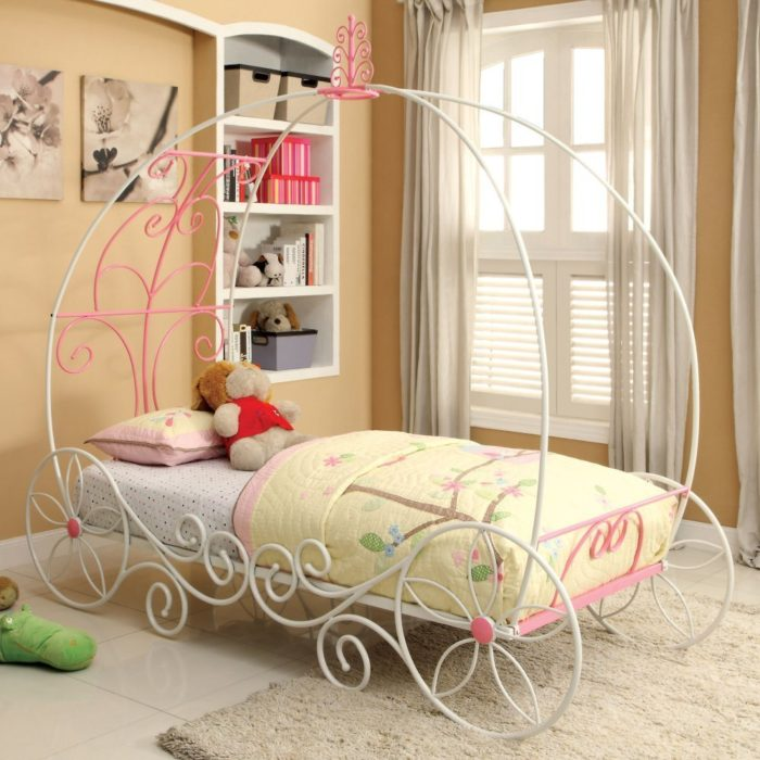 Charmante Carriage Bed