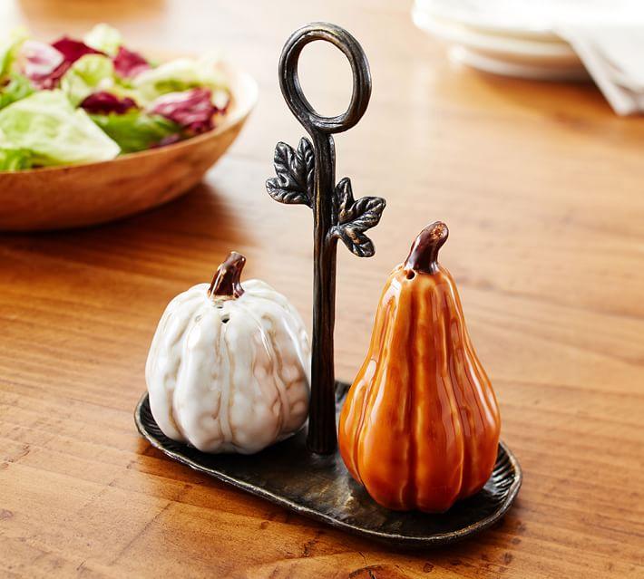 halloween-gourd-salt-pepper-shaker