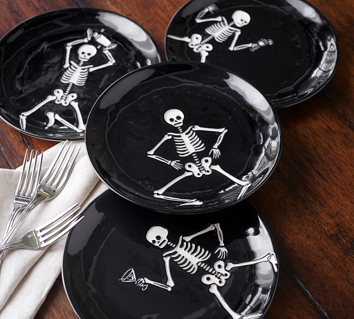halloween-party-skeleton-appetizer-plate