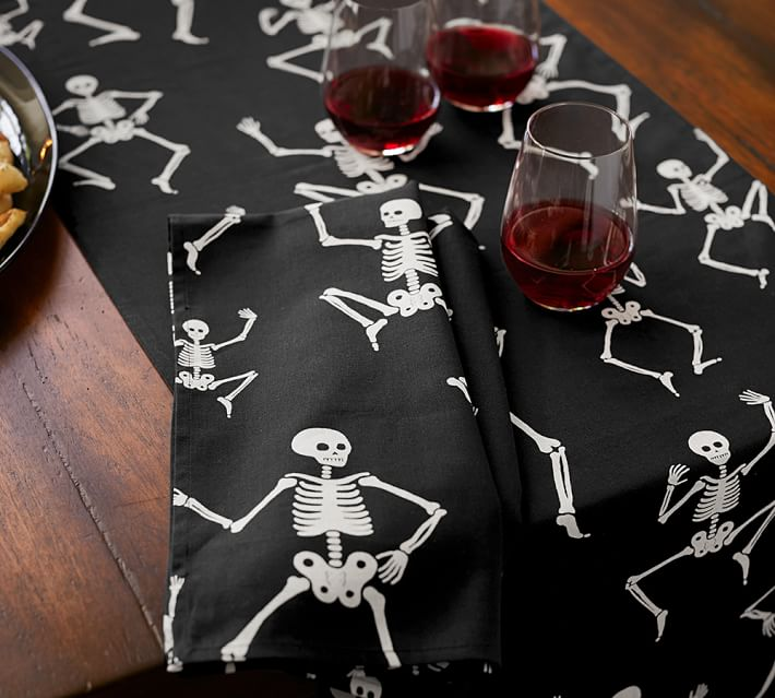 halloween-party-skeleton-table-runner
