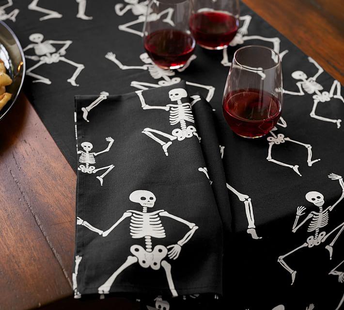 halloween-party-skeleton-table-runner