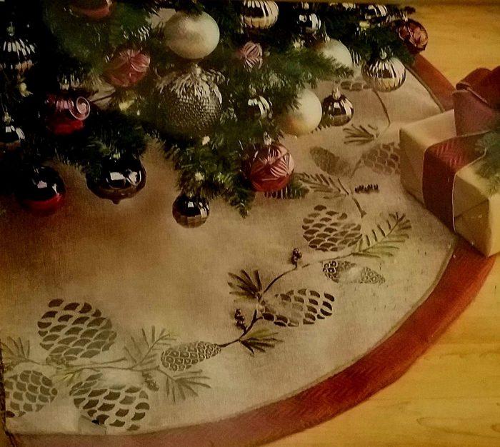 Round Burlap Christmas Tree Skirt
