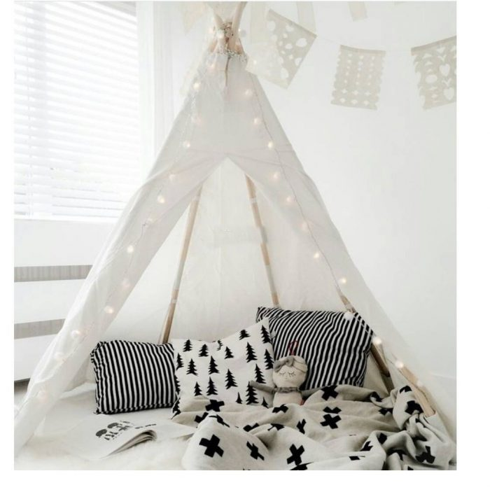White Kids Play Teepee Tent