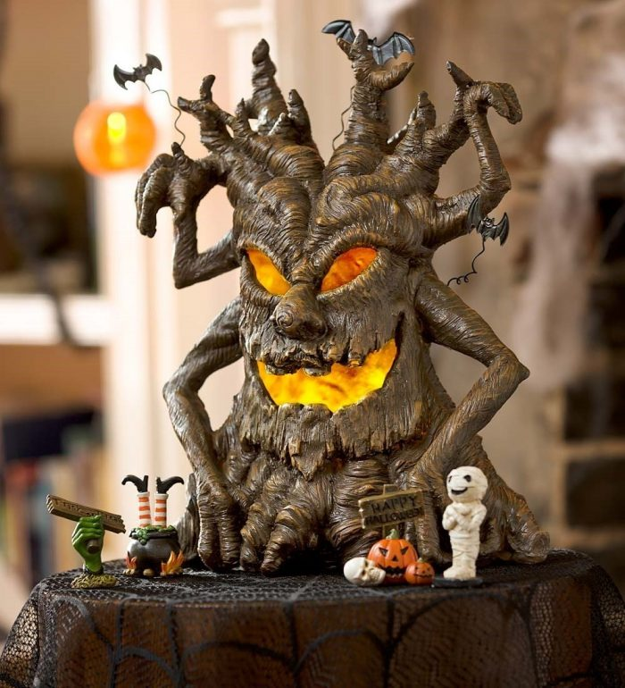 Imaginative Spooky Tree Halloween Party Decor