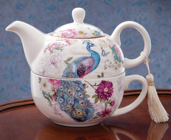 Elegant Peacock Design Teapot