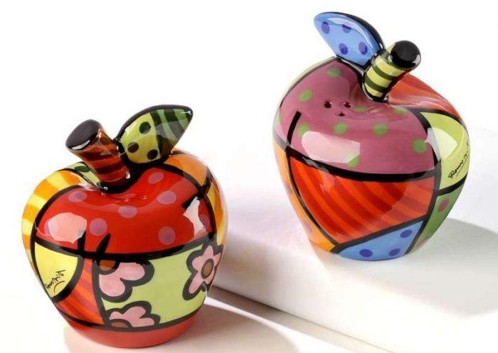 Attractive Apple Salt and Pepper Shaker Tableware